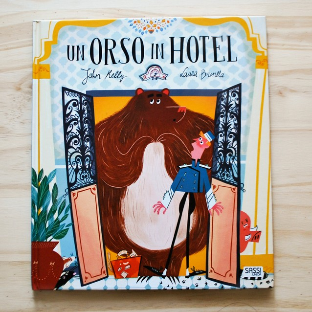UN ORSO IN HOTEL di John Kelly e Laura Brenlla, SASSI JUNIOR