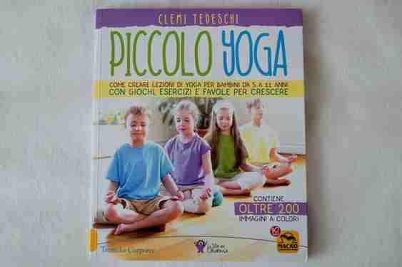 PICCOLO YOGA. Come creare lezioni di yoga per bambini da 5 a 11 anni con giochi, esercizi e favole per crescere di Clementina Tedeschi,  MACRO EDIZIONI