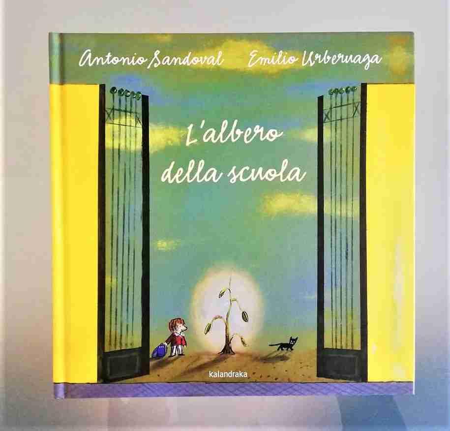 L'ALBERO DELLA SCUOLA di Antonio Sandoval e Emilio Urberuaga, KALANDRAKA