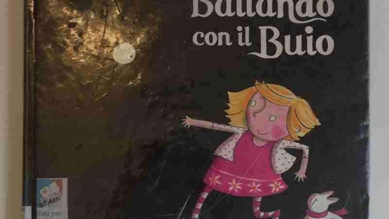BALLANDO CON IL BUIO di Ella Burfoot, LAPIS EDIZIONI